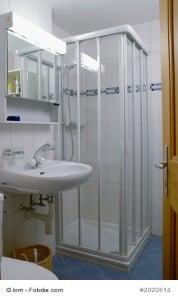 duschkabine reinigen anleitung und tipps gegen kalk und. Black Bedroom Furniture Sets. Home Design Ideas