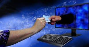 Beim Online-Shopping ist die Bezahlung mit Kreditkarte sehr beliebt. Wer über sein Girokonto keine Kreditkarte bekommen kann, muss dennoch nicht zwingend auf diese Bezahlform verzichten.